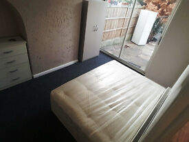 Large Double Room In Goodmayes Including Bills