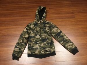 BOYS SIZE 8  CAMOUFLAGE JACKET WITH HOODIE