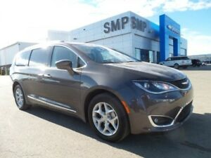 2017 Chrysler Pacifica Touring-L Plus- Leather, Nav, DVD & R.Sta