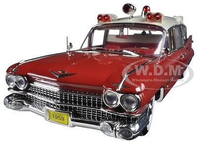 (1959 CADILLAC AMBULANCE RED/WHITE PRECISION COLLECTION 1/18 BY GREENLIGHT 18001)