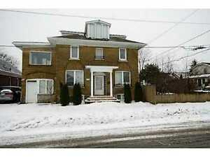 Excellent location of Niagara falls Detached House for rent