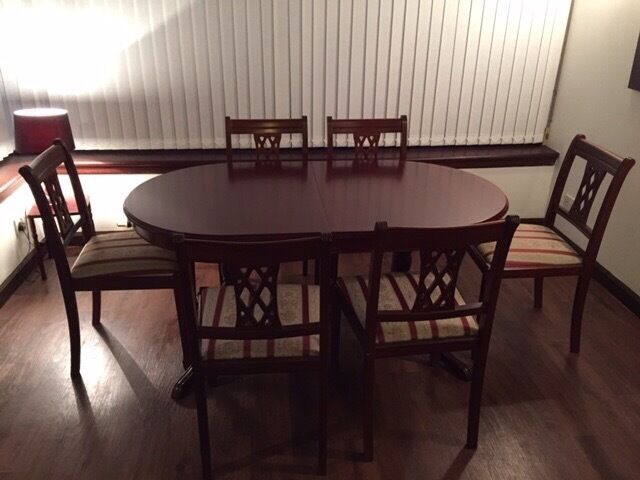 Mahogany oval dining room table with 6 chairs in for Dining room tables on gumtree