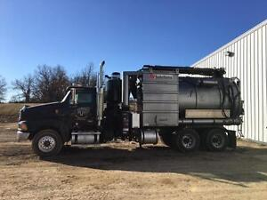 2010 GUZZLER Classic Industrial Air Mover with Vacuum Boom