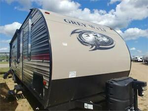 *PARTY IN THE REAR!!* GREYWOLF 29TE 3 BUNKS OUTSIDE KITCHEN