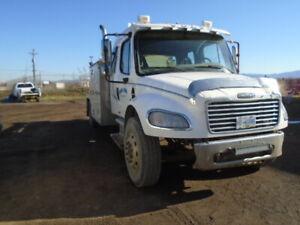 2005 Freightliner service truck