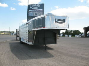 2016 LOGAN COACH 24' STOCK/COMBO 6 HORSE TRAILER