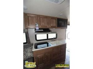 NEW 2017 Forest River Shamrock 19 Hybrid Travel Trailer Windsor Region Ontario image 12
