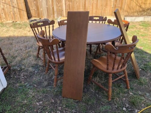Tell City Round Table 2 Leaves Six Chairs