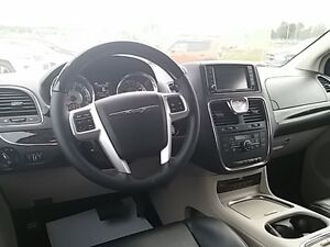 2016 Chrysler Town & Country Limited London Ontario image 15