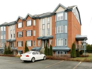 Brossard nice condo 4 1/2 for rent, furnished, available now!