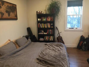 Bright North End Top Floor Studio Apt w Cable, Internet and AC