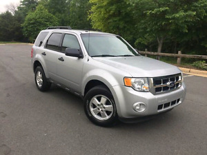 2010 Ford Escape - Fully Loaded- AWD- leather