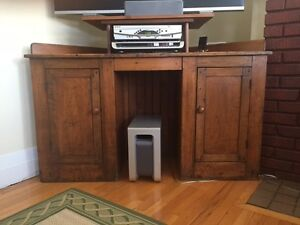 ANTIQUE CORNER DESK or TV TABLE