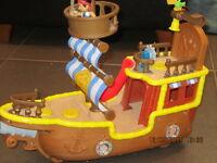 Jake et les pirates l'ile du Crâne et Bateau avec figurines