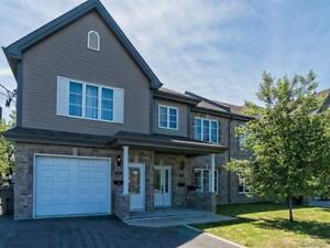 Large 5 1/2 Condo style top of a duplex in Brossard, July 1st