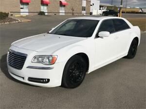 2014 Chrysler 300 Touring *Leather/ Panoramic Sunroof/ R. Camera