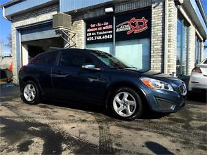 2011 VOLVO C30 T5 W/SUNROOF ***MANUAL 6 SPEED***