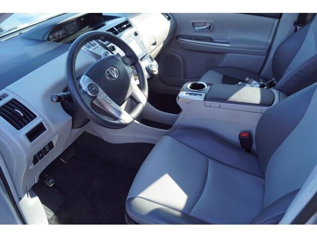 Image 7 Voiture American used Toyota Prius V 2016
