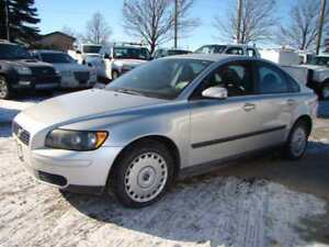 2005 VOLVO  S40 - WARRANTY * CLEAN * NEW WINTER TIRES * SUN ROOF