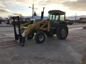 WHITE 2-85 TRACTOR W/EZEE-ON LOADER