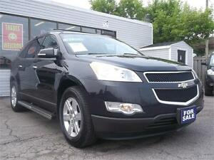 2010 CHEVROLEY TRAVERDE 2LT * 7 PASSENGER * DVD * LEATHER *