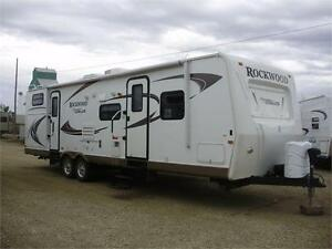 SAVE **$130 b/w (oac)** FAMILY TRAILER, EXT KITCH, SLEEPS 10!