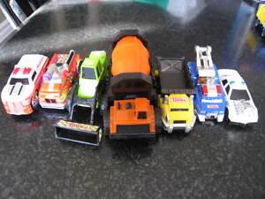7 véhicules miniatures Tonka