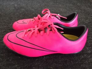 Nike Girls / Youth Indoor Soccer Shoes