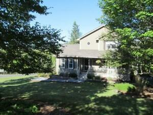 Two-storey - Deeded Beach Rights! 500m walk.