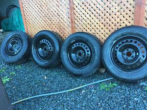 225/65/R17 Nokian Hakkapeliitta 8 Winter Tires on Rims