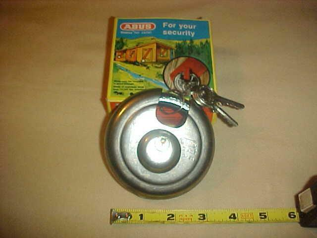 """NEW...ABUS  24/90 Stainless Steel  3-1/2""""  90mm Discus Padlock GERMANY"""
