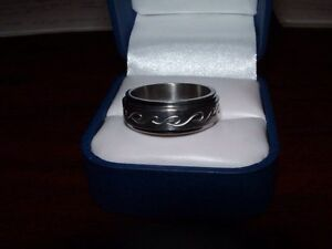 MENS STAINLESS STEEL RING SPINNER SIZE 11 London Ontario image 1
