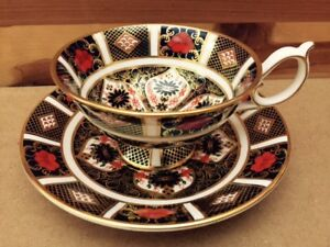 Royal Crown Derby. Old Amari pattern. 2 cup and saucer sets