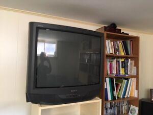 """SONY TRINITRON 32"""" SCREEN TV."""