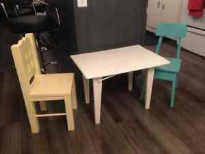 For sale child's table and 2 chairs London Ontario image 1
