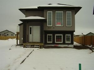 8837 71 Ave (B-UP) 3 Bed Upper Suite with Garage Avail June 1st