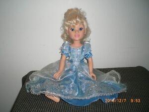 jolie poupée cendrillon pour fille