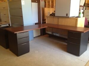 Looking for an L, U or straight executive desk / workstation?