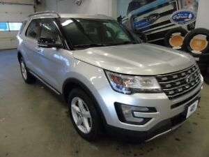 2016 Ford Explorer XLT (Moon Roof, Heated Seats, Leather)