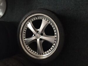 $800 · 4 tires 22 inch rubber on land rover rims 3on rims one ju