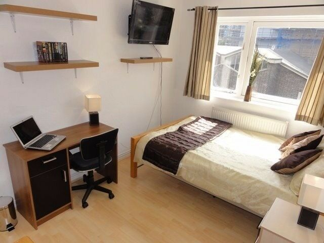 Room for 1 or a couple available near Stratford