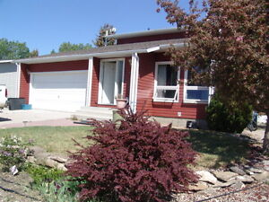 Located in Standard, 20 Minutes to Strathmore, 45 Minutes to Cal