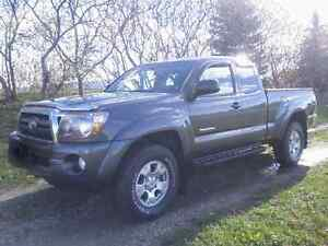 My Tacoma NON-SCOOP for your SCOOPED HOOD '07-'11 Cambridge Kitchener Area image 1