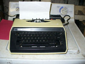 Sears Celebrity Electric 12 portable typewriter & case.working