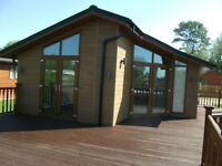 3 bed Lodge for Sale, excellent condition right on the waterside