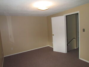 WOW!AVAIL.DEC.1st!3 BED TOWNHOME, GREAT LOCATION,WATER INCLUDED! Kitchener / Waterloo Kitchener Area image 9