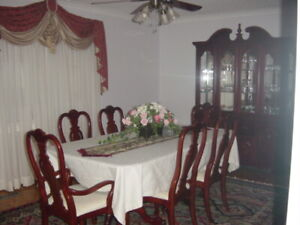 Dinning table for sale 6 chairs n table