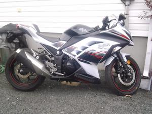 Kawasaki ninja  zx3  300 2014 spécial édition 3550km