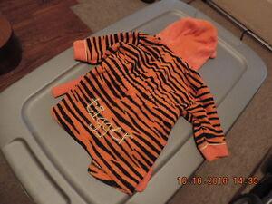 Size 9 month Tigger Robe. London Ontario image 2