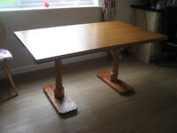 Dining Room table in excellent condition